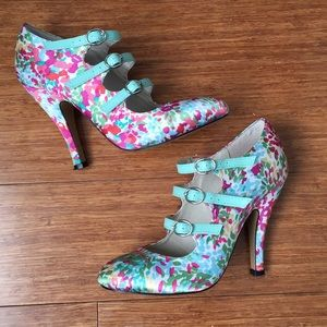 Flower heels with mint green leather buckles